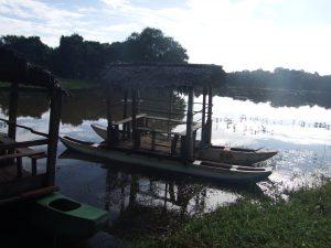 Barcas en el lago Sigiriya