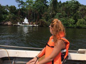Buda en islote en Madu River