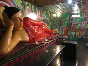 Buda colorido tumbado Mihintale