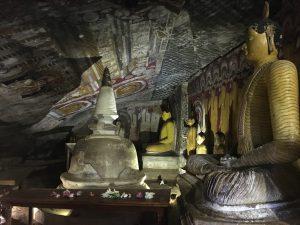 Cuevas Dambulla interior