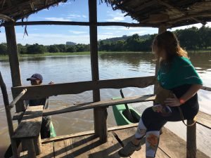 Paseo en el barca en el lago Sigiriya